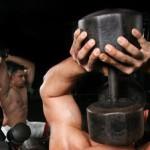 Trizeps Übungen mit Hanteln – Kurzhanteln & Langhantel und Maschinen
