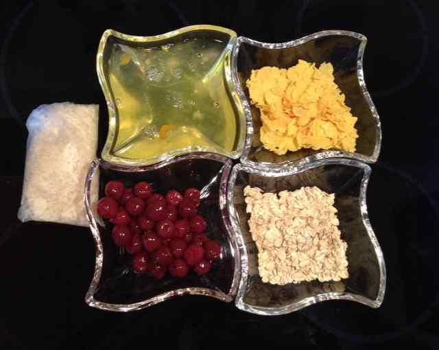 Zutaten fuer Reiskuchen mit Kirschen © www.moremuscles.de